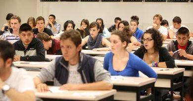 Estudiantes ESO podrán obtener el título con dos suspendidas