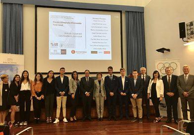 Entrega de diplomas a los finalistas de la fase local de la Olimpiada de Economía