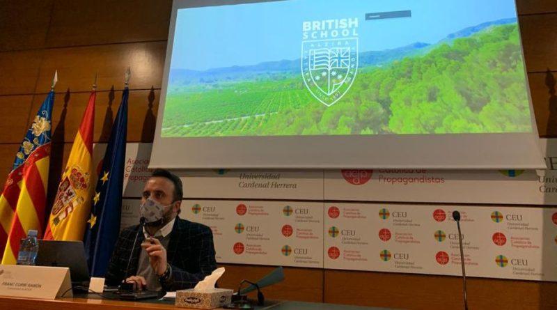 El Vicepresidente  de ACADE  D. Franc Corbí reflexiona sobre el sistema educativo británico en una clase magistral en el Máster en Ed. Bilingüe celebrado por  la universidad CEU.
